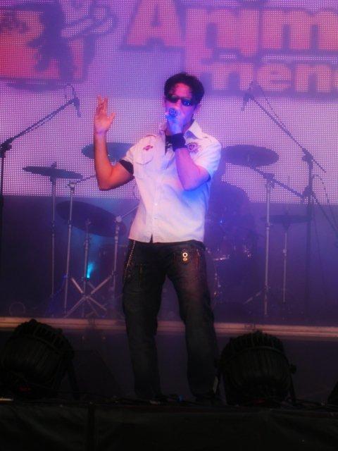 Cantor curitibano participa de programas musicais japoneses