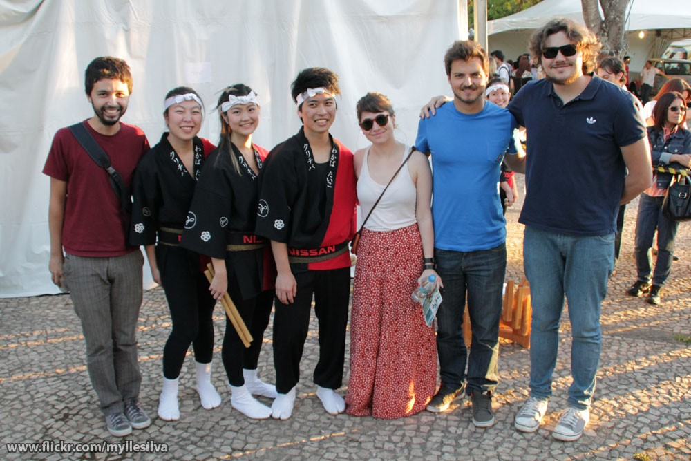A Banda Mais Bonita da Cidade com integrantes do Wakaba Taiko, de Curitiba