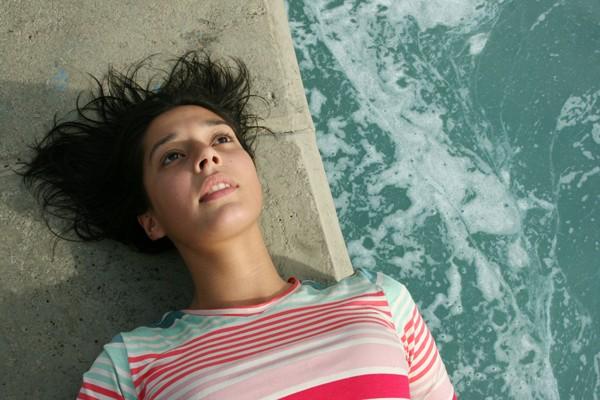 Fernanda Fuchs, na pe+ºa Corrente Fria, Corrente Quente, FOTO 1 Vanessa Vzorek